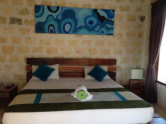Hill Dance Bali, American Hotel: the room