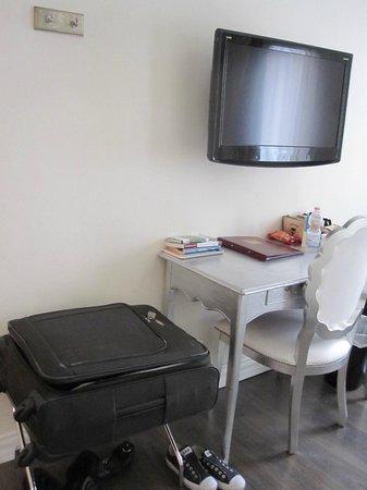 Hotel Patavium : TV and desk