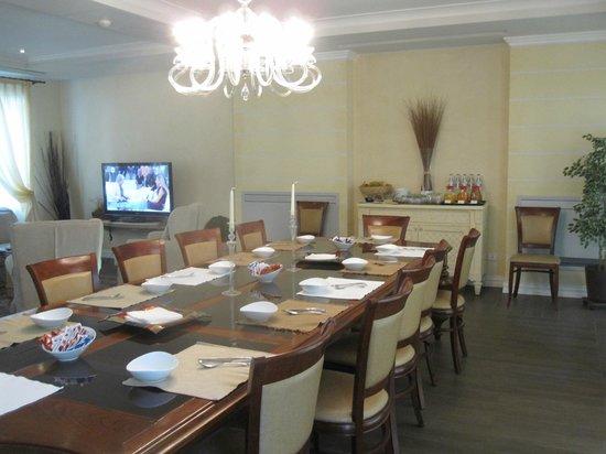 Hotel Patavium : Communal breakfast table