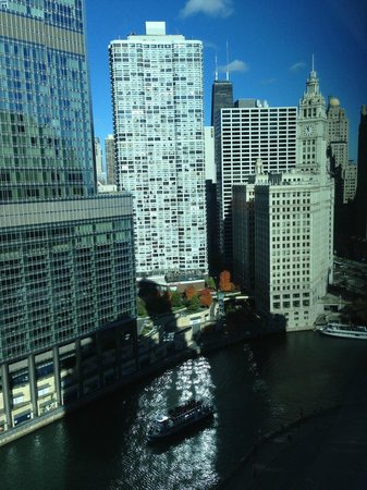 Wyndham Grand Chicago Riverfront: Skyline from 28th floor
