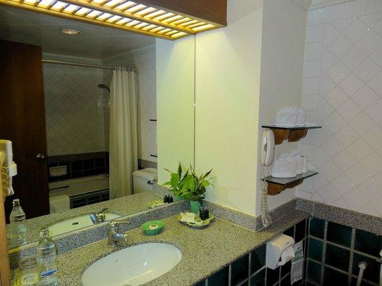 Silom Serene : My bathroom