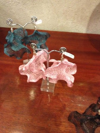 La Basilica Galeria: Dainty earrings