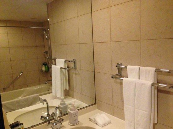 Hotel Metropolitan Sendai: ふつうのバスルーム 可もなく不可もなく 日本の標準?