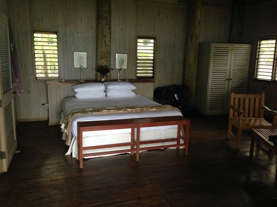 Lalati Resort & Spa: The oh so comfy king size bed in the Villa