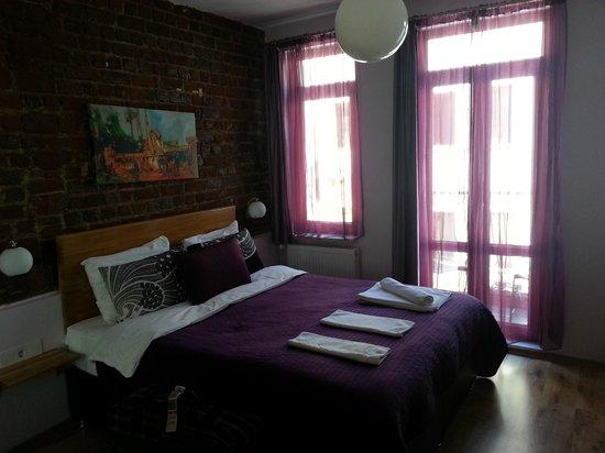 Violet Suite: bed