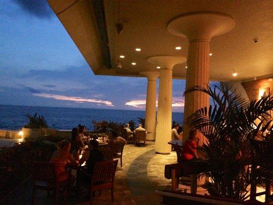 Hale Kona Kai Condominiums: next door at Royal Kona Resort, Don the Beachcomber's
