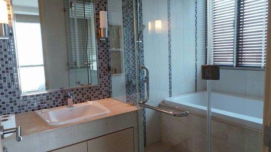39 Boulevard Executive Residence Hotel : Bathroom