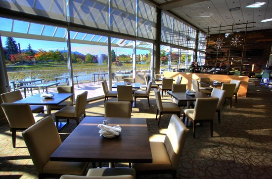 Prestons Chilliwack: Every Table has a gorgeous view !