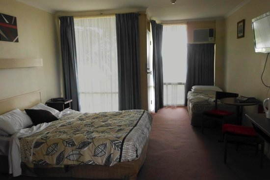 Goolwa Riverport Motel: Light and spacious with a second door.