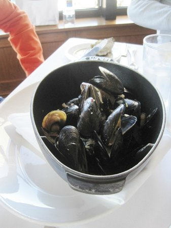 Bistro Boudin : Mussels Marniére.