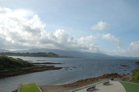 Parknasilla Resort & Spa: Blick auf die Bucht und die Halbinsel Beara