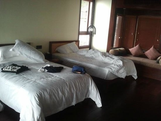 Earthly Paradise Bird Nest Resort : Bedroom with 2 beds