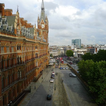 St. Pancras Renaissance Hotel London: View from room