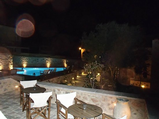 Archontiko Chioti : The pool at night