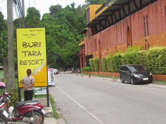 Buri Tara Resort: Street