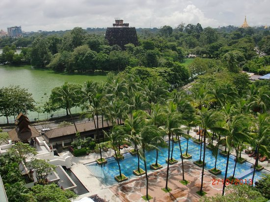 Chatrium Hotel Royal Lake Yangon : Вид из окон отеля