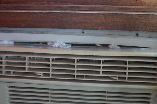 Busuanga Seadive Resort: Uralt-Klimaanlage mit Toilettenpapier abgedichtet