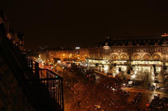 Hotel Terminus Lyon : Vue de la chambre.