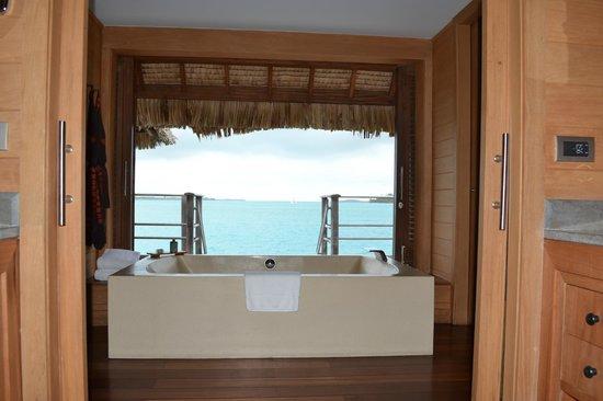 Four Seasons Resort Bora-Bora : view from bathtub