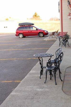 Days Inn Edmundston: The parking spots/entrance to pet friendly rooms
