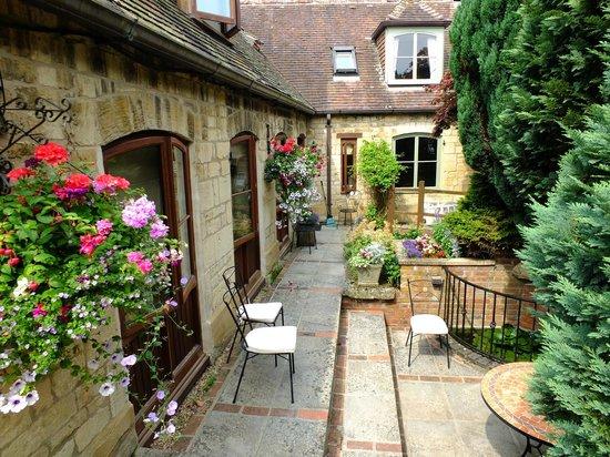 Church Court Cottages: Malvern entrance way