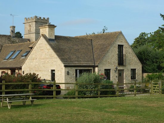 Church Court Cottages: Birdlip cottage