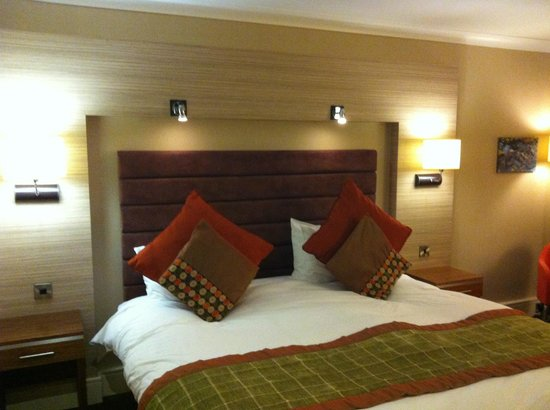 The Cheltenham Chase Hotel - A QHotel: Bed