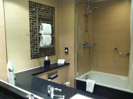 The Cheltenham Chase Hotel - A QHotel: Bath with shower