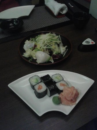 Samurai : Avocado and salmon sushi and scallops salad