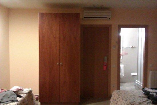 Hotel Ciutat de Sant Adria: Habitación 4 camas