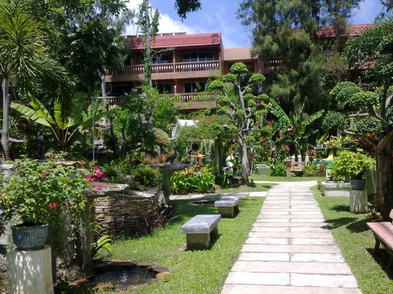 Thavorn Palm Beach Resort : Маленькая часть сада, отель THAVORN