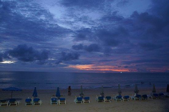 Katathani Phuket Beach Resort: sunset