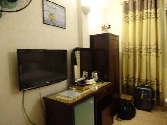 Luan Vu Hotel: Room with TV