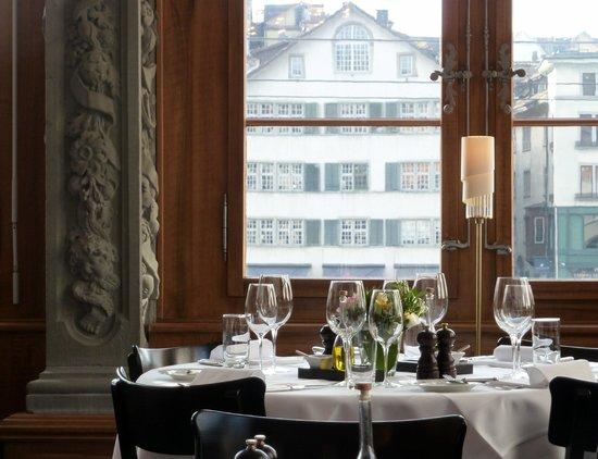 Zunfthaus zur Zimmerleuten: Интерьер ресторана