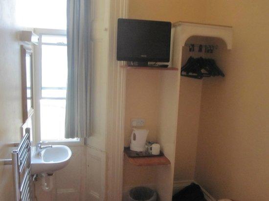 Jubilee Hotel: Tv in room