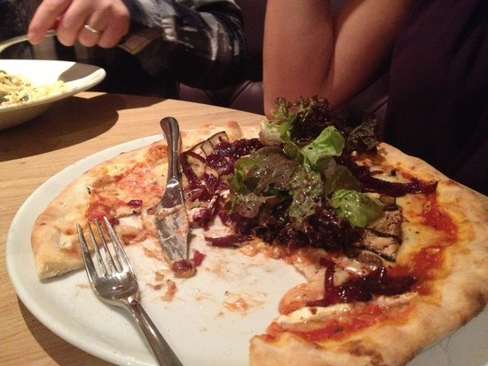 Aqua Restaurant: Goats cheese pizza - yummy!!