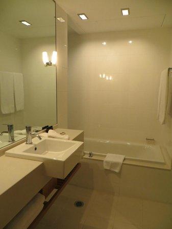 SKYCITY Grand Hotel : bath