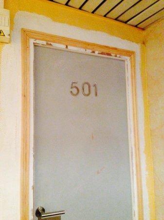 Est Hotel Paris : Another room door