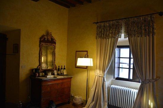 Badia a Coltibuono: Nice an cozy room