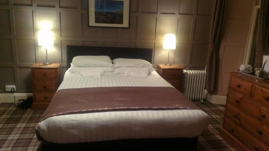 Letterfinlay Lodge Hotel: Bed in Room 2