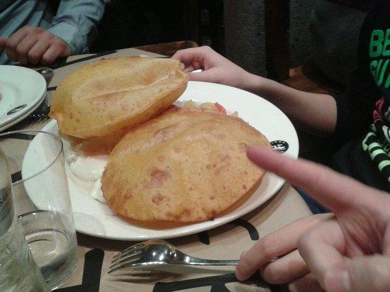 Tierra Astur: Tortos de maiz con jamón, huevos, patatas de la güela y pimientos