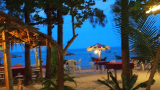 Phuket Marriott Resort & Spa, Naiyang Beach: at dusk beach area
