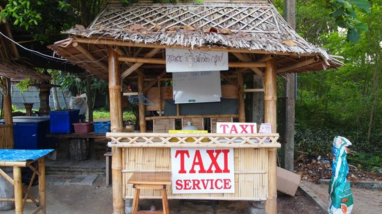 Phuket Marriott Resort & Spa, Naiyang Beach: Taxi stall