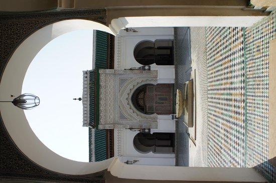 Kairaouine Mosque (Mosque of al-Qarawiyyin): 写真は入り口でのみ