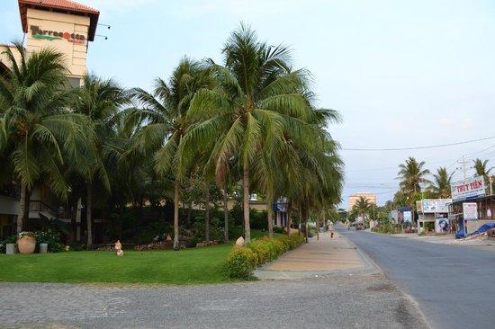 Terracotta Resort : Отель со стороны улицы