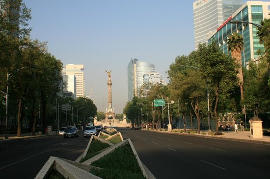 Hotel Casa Gonzalez: Reforma avenue (5 min from the hotel)