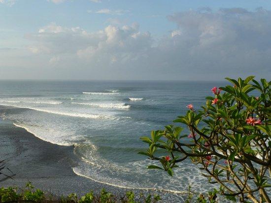 Pondok Pisces Bungalows: Beach a short walk away