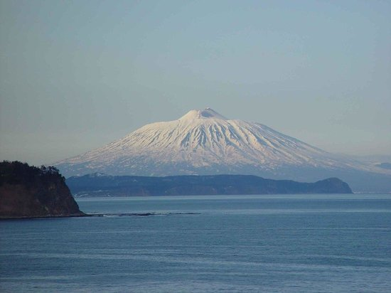 Kuril Islands, Russland: вид на вулкан из Южно Курильска