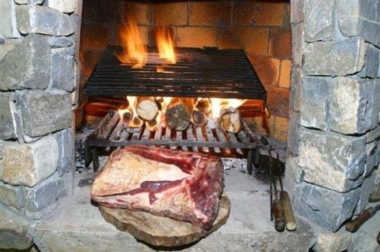les grillades au feu de bois Picture of Le Grizzli, Macot la Plagne TripAdv # Restaurant Feu De Bois
