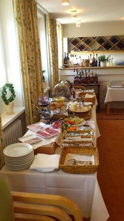 Best Western Hotel Knudsens Gaard : The breakfast buffet, very nice